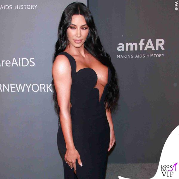 Kim Kardashian amFAR abito Versace 6