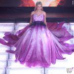 Michelle-Hunziker-Sanremo 2018 4-serata-abito-rosa-petali-Moschino