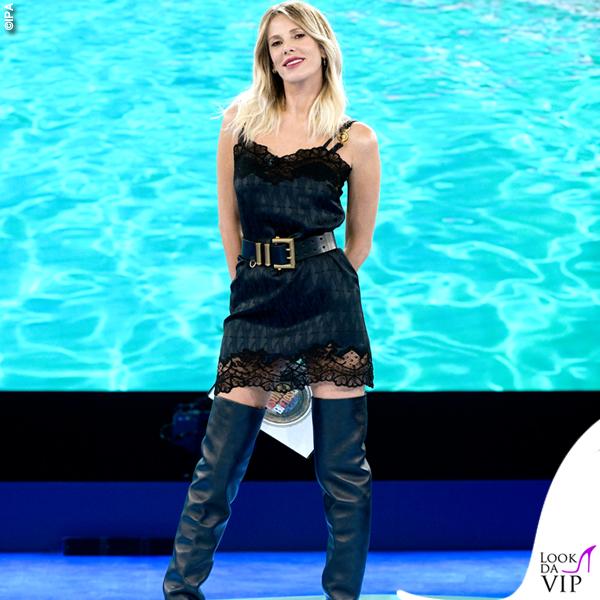Alessia Marcuzzi Isola 9 puntata vestito stivali Versace 2