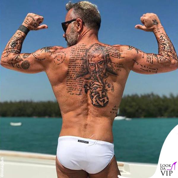 Gianluca Vacchi tatuaggio schiena