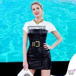 Isola-quarta-puntata-Alessia-Marcuzzi-tshirt-vestito-cintura-Versace-9