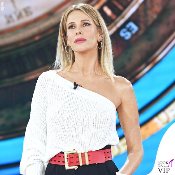 Isola terza puntata Alessia Marcuzzi outfit Versace 2