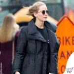 Jennifer Lawrence sneakers P448