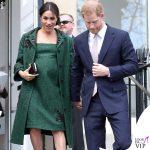 Meghan Markle abito e cappotto Erdem pump Aquazzura clutch Givenchy bracciale Kismet by Milka orecchini Birks anello i + i