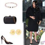 Meghan Markle cappotto e clutch Gucci pump Aquazzura orecchini Boh Runga anelli i+i 2