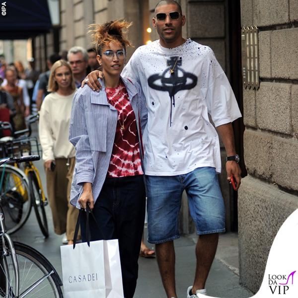 Nina-Zilli-total-look-Vivienne-Westwood-scarpe-Nike-shopping-Casadei-1