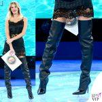 Alessia Marcuzzi Isola 9 puntata vestito stivali Versace