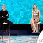 Alessia Marcuzzi Isola Finale vestito Versace 3