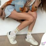 Bianca Balti giacca Alanui calze High Heel Jungle Socks sneakers Hide and Jack 2