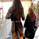 Gigi Hadid patatine McDonalds outfit Kim Shui stivali Dr Martens 10