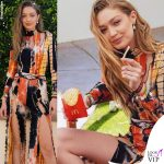 Gigi Hadid patatine McDonalds outfit Kim Shui stivali Dr Martens 6