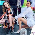 Gigi Hadid patatine McDonalds outfit Kim Shui stivali Dr Martens Kendall Jenner