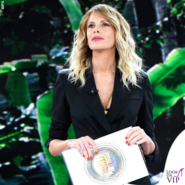 Isola-10-puntata-Alessia-Marcuzzi-total-look-Versace-4