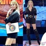 Isola seconda puntata Alessia Marcuzzi tuta stivali Versace 1