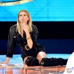 Isola-seconda-puntata-Alessia-Marcuzzi-tuta-stivali-Versace-