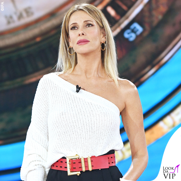 Isola terza puntata Alessia Marcuzzi outfit Versace 2