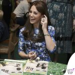 Kate-Middleton-The-Charities-Forum-abito-Tabitha-Webb-scarpe-Jimmy-Choo-orologio-Cartier