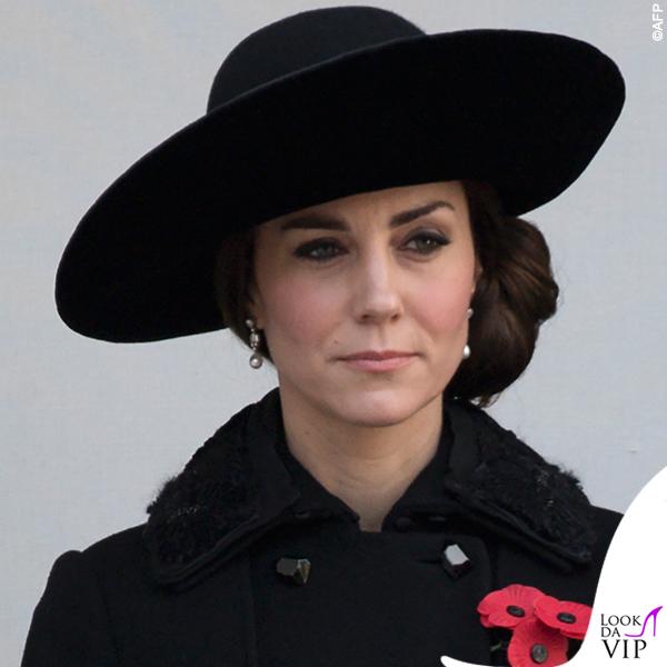 Kate Middleton orecchini regina Elisabetta 2016