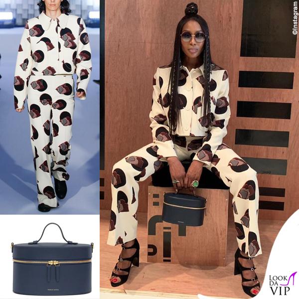 Naomi Campbell outfit Courreges borsa Mansur Gavriel 2
