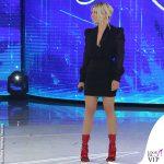 Emma Marrone serale Amici abito nero Tom Ford scarpe Gucci