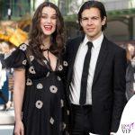 Keira Knightley incinta James Righton outfit Chanel 3