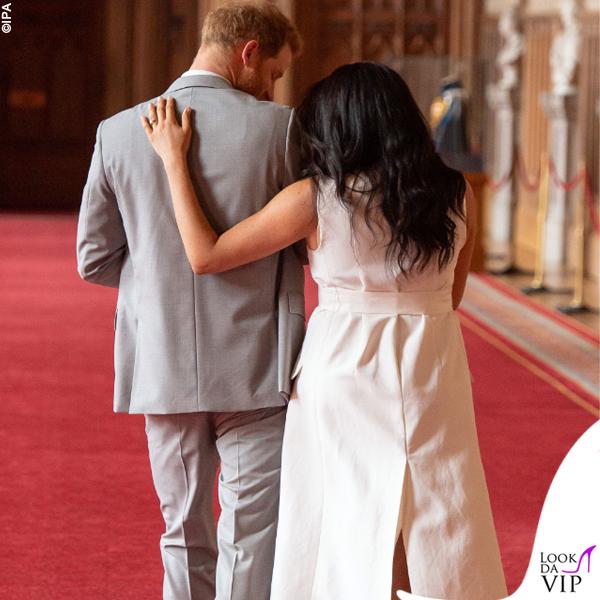 Meghan Markle Harry Baby Sussex abito Wales Bonner collana Jennifer Meyer copertina G H Hunt 5