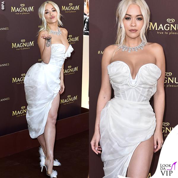 Rita Ora Cannes 2019 gioielli Chopard abito Vivienne Westwood scarpe Gina 2