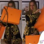 Taylor Mega vestaglia Versace borsa Hermès 0