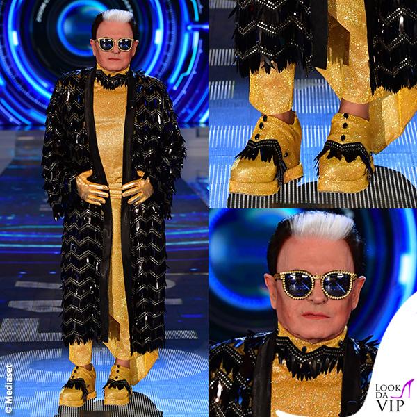 Grande Fratello ottava puntata Cristiano Malgioglio vestaglia nera su giallo