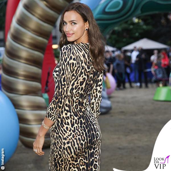 Irina Shayk abito animalier Burberry