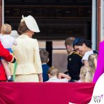 Meghan Markle Trooping the Colour outfit Givenchy cappello Noel Stewart 8