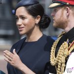 Meghan Markle Trooping the Colour outfit Givenchy cappello Noel Stewart 9