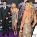 Scarlett Johansson e Colin Jost abito Versace sandali Jimmy Choo