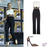 Scarlett Johansson tuta David Koma anello Taffin scarpe Gianvito Rossi