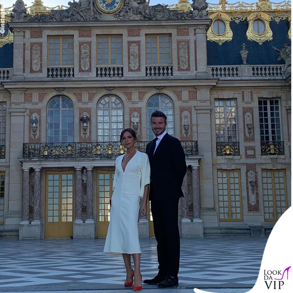 Victoria e David Beckham anniversario Versailles abito Victoria Beckham
