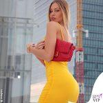 Taylor Mega abito Fashionnova borsa Fendi