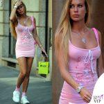 Taylor Mega abito o-mighty scarpe Puma calzini Gucci borsa Balenciaga shopping
