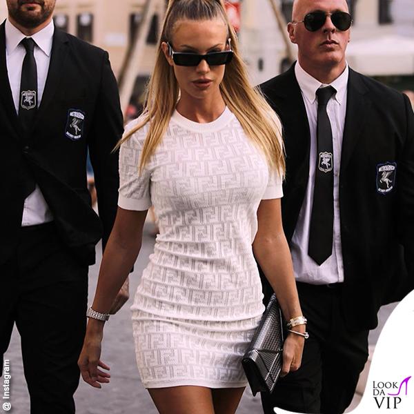 Taylor Mega vestito Fendi borsa Dior Diorama