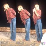 Alessia Marcuzzi a Temptation Island outfit Etro spegne il falò