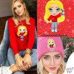 Chiara Ferragni indossa maglione e cappello Chiara Ferragni Collection con la CFmascotte
