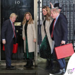 Boris Johnson e Carrie Symonds, con cappotto Marks & Spencer e gonna Anthropologie, nel giorno delle elezioni in Regno Unito