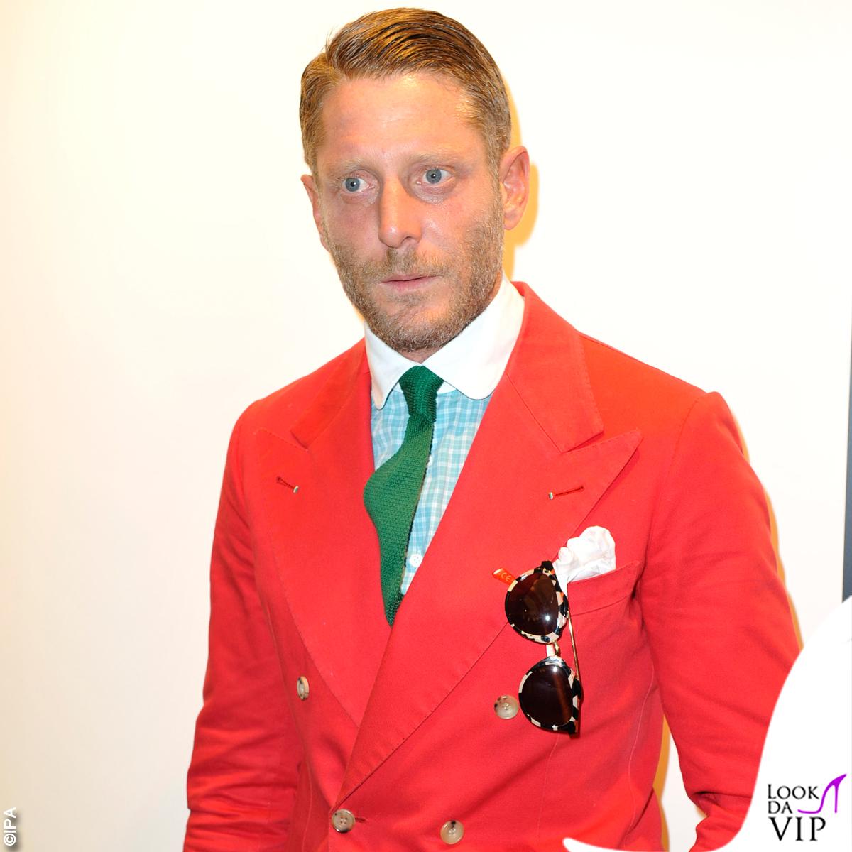 Lapo Elkann mette in vendita il guardaroba estroso Look da Vip