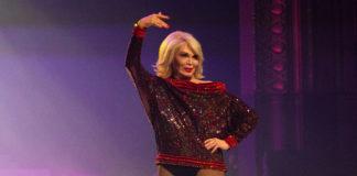 amanda lear alla sfilata d'addio alla moda di jean paul gaultier
