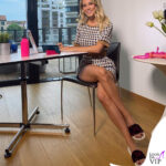 Diletta Leotta fa smart working in ciabatte